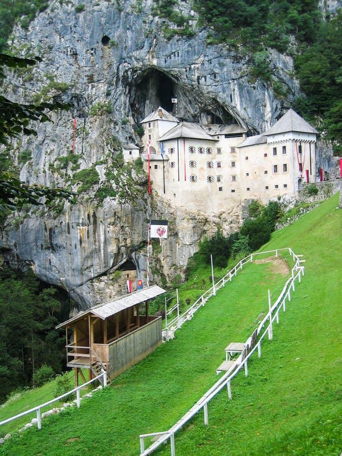 Predjama Schloss lizenzfreie stockbilder