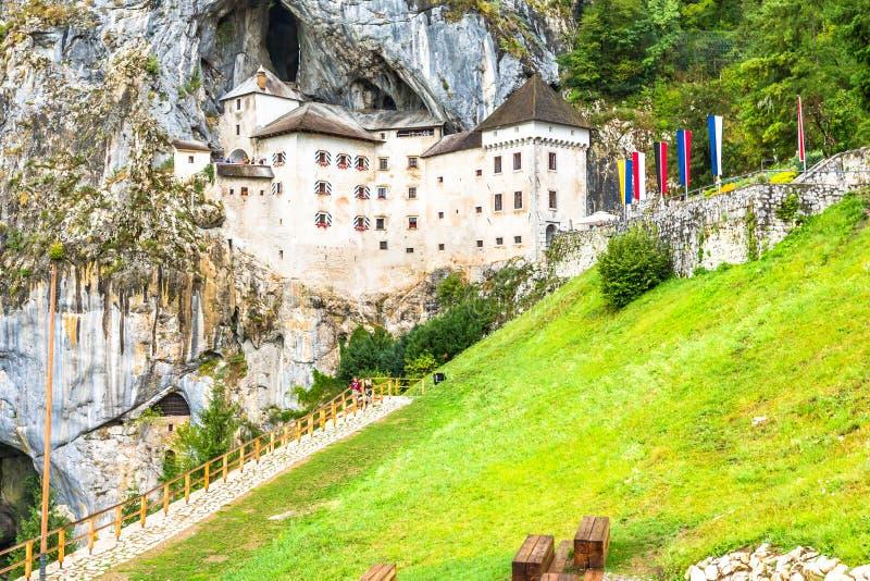 Predjama Schloss in Slowenien lizenzfreie stockfotos
