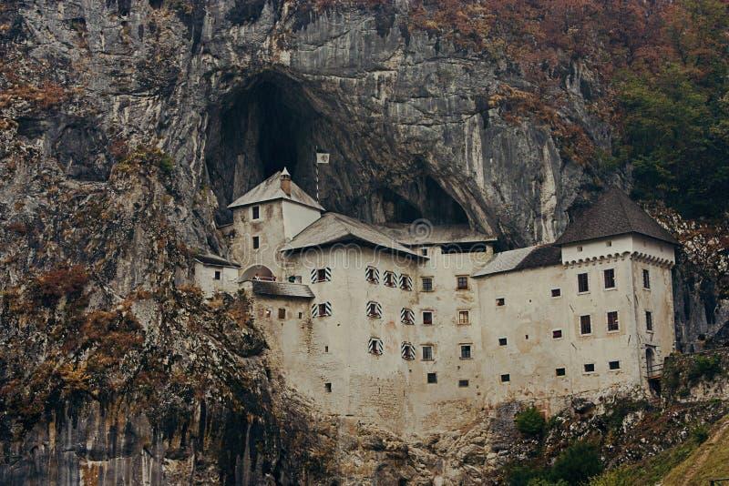 Predjama Schloss in Slowenien stockbilder