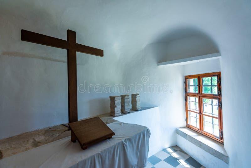 Predjama, Slovenia - 22 07 2018: Interno del castello medievale di Predjama vicino alla caverna di Postumia Fortezza della Sloven fotografie stock