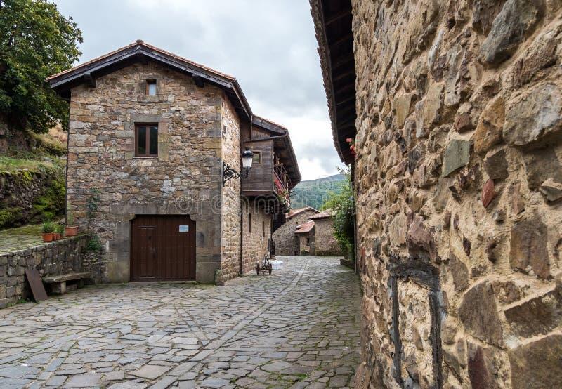 Prefeito de Barcena, vale de Cabuerniga em Cant?bria, Espanha fotografia de stock royalty free