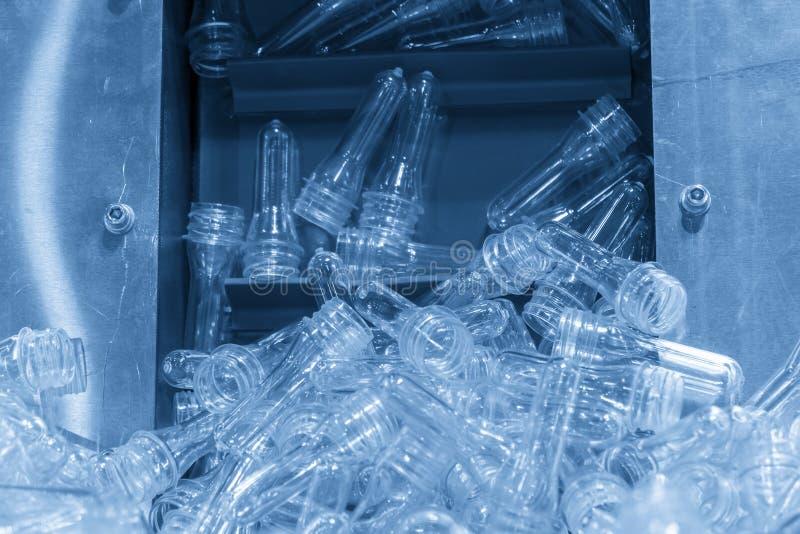 Preform część dla podmuchowego plastikowego butelka procesu zdjęcie stock