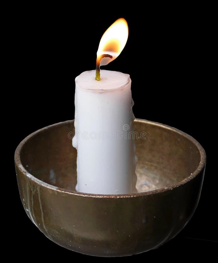 Pregare le candele nel fondo nero immagine stock