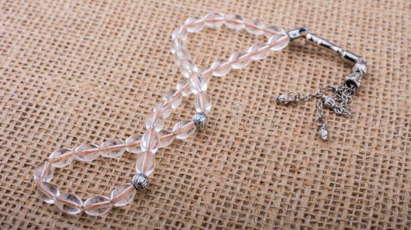 Pregare le perle di certo colore fotografie stock libere da diritti