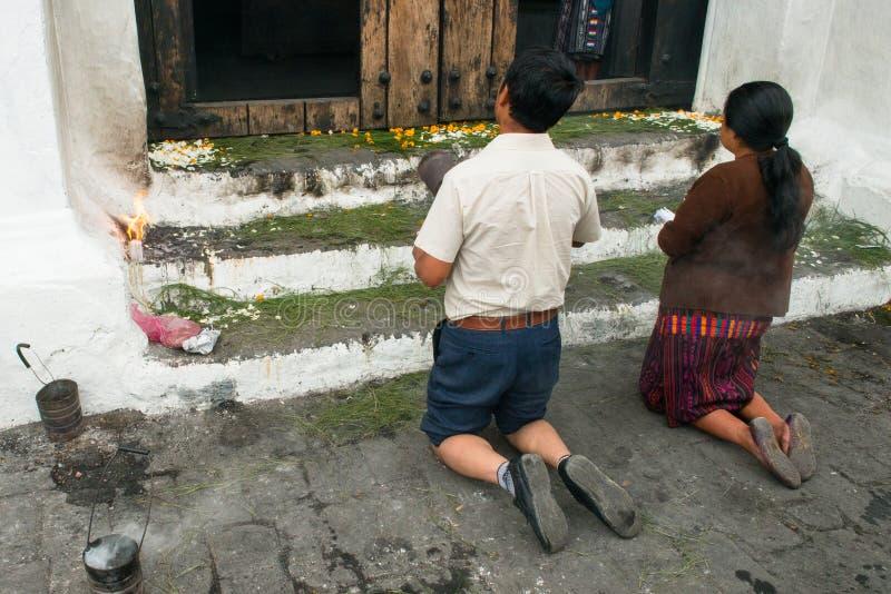 Pregare maya moderno degli indiani, immagini stock libere da diritti