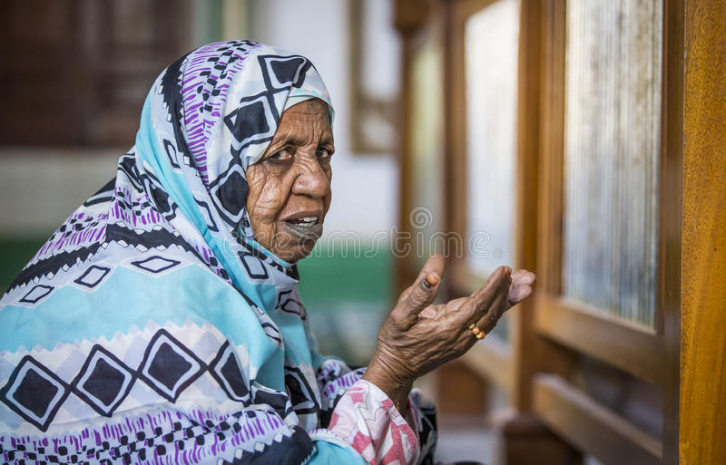 Pregare sudanese della donna fotografia stock