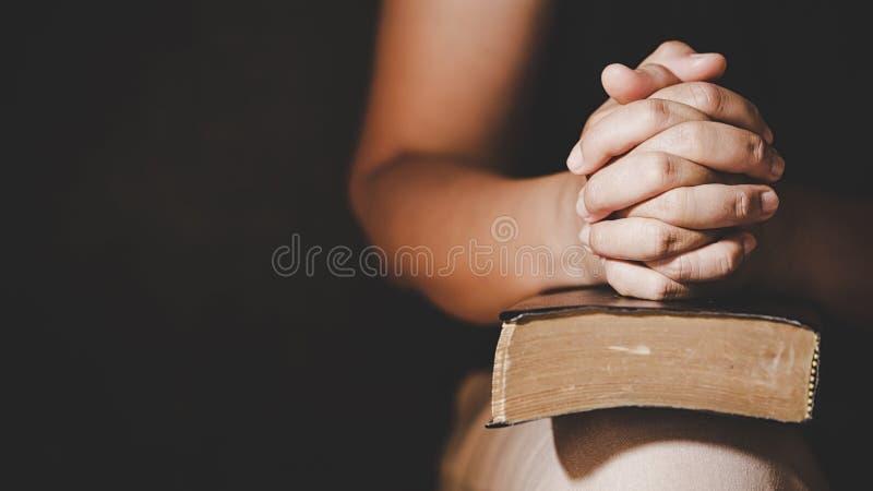 Preghiera cristiana di crisi di vita al dio immagini stock