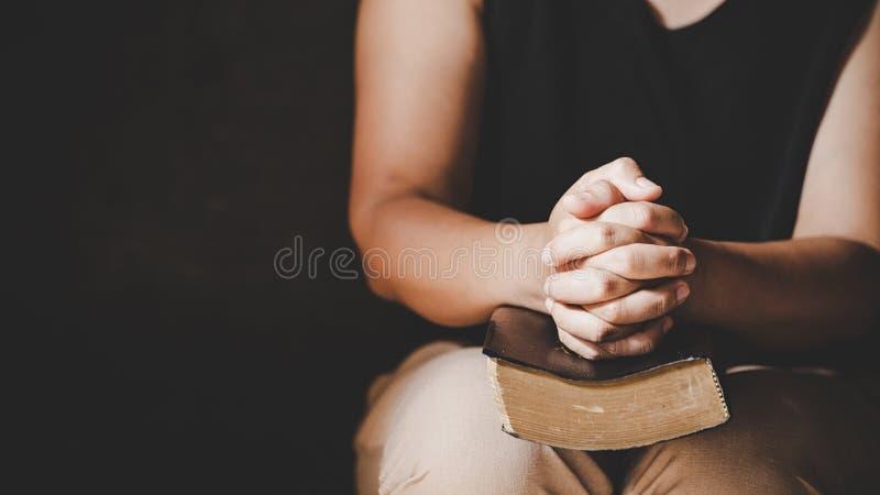 Preghiera cristiana di crisi di vita al dio immagine stock libera da diritti