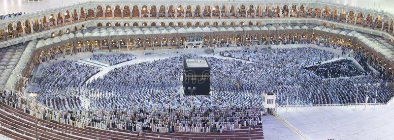 Preghiera dei musulmani intorno a AlKaaba in La Mecca, vista aerea fotografia stock