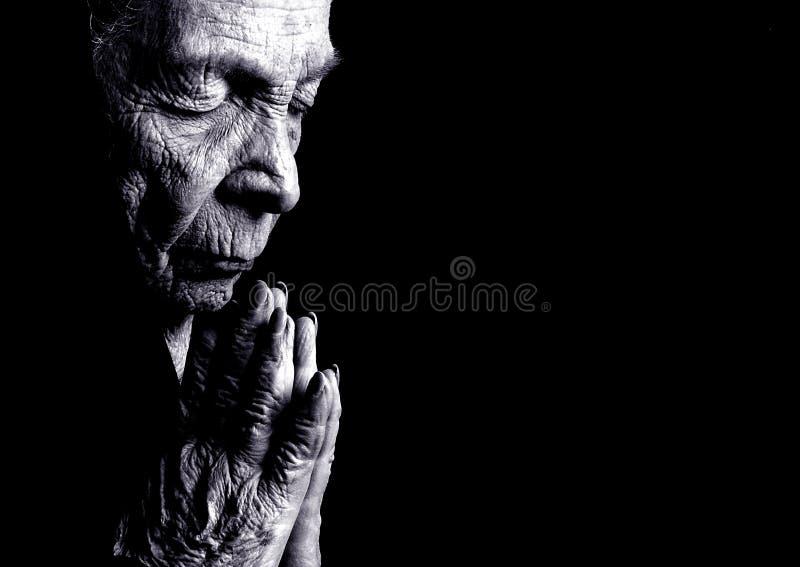 Preghiera dell'anziana fotografia stock