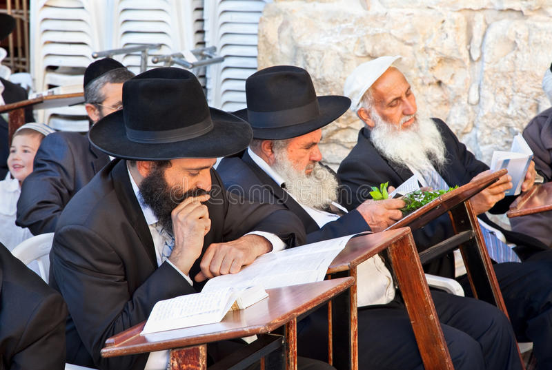 Preghiera ebrea alla parete occidentale fotografia stock