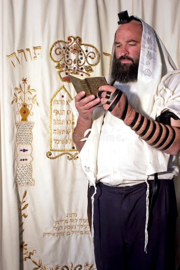 Preghiera ebrea dell'uomo fotografia stock libera da diritti