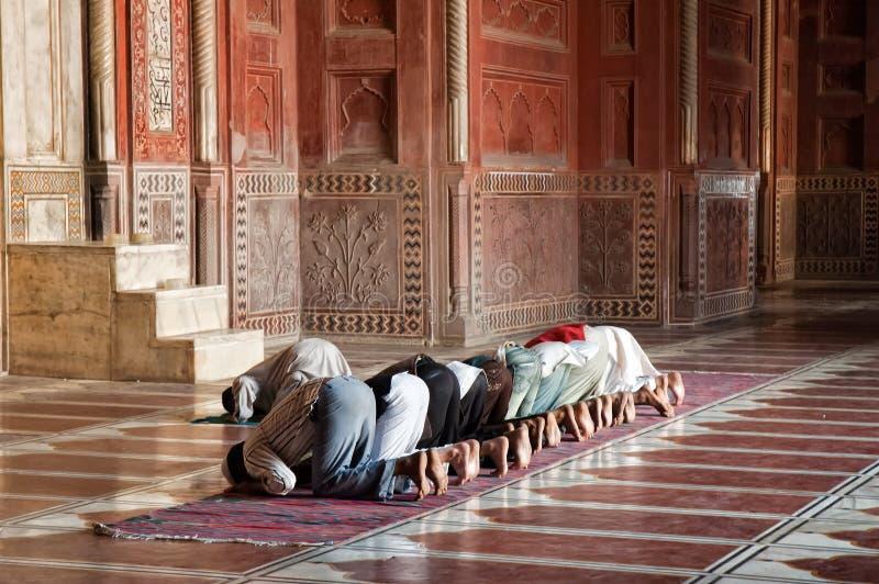 Preghiere musulmane nel Jama Masjit a Delhi, India immagini stock libere da diritti