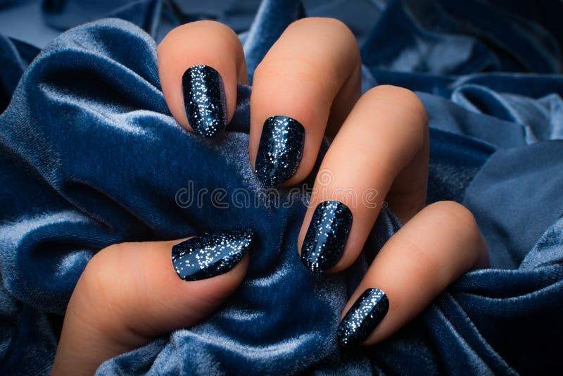 Pregos brilhados azuis imagem de stock royalty free