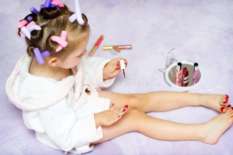 Pregos da pintura da criança imagem de stock royalty free