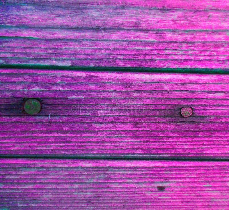 Pregos do roxo da pintura da placa de madeira imagem de stock