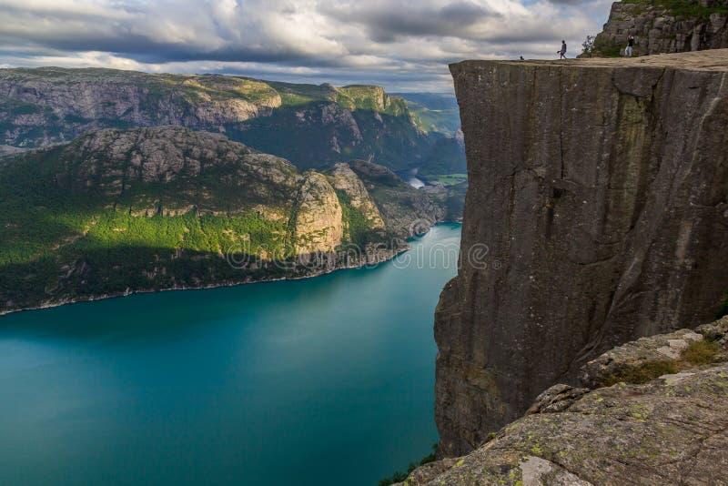 Preiekestolen -讲坛岩石,挪威在Lysefjorden,斯塔万格,挪威的峭壁旅游目的地 库存图片