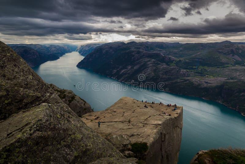 Preiekestolen - la roccia del quadro di comando, norvegese Cliff Tourist Destination a Lysefjorden, Stavanger, Norvegia fotografie stock