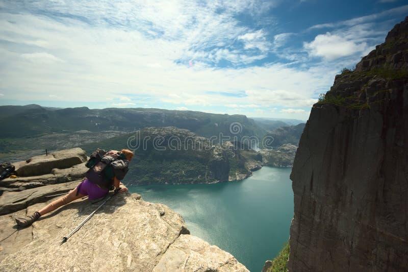 Preikestolen (roche de pupitre) chez le Lysefjord en Norvège photos libres de droits