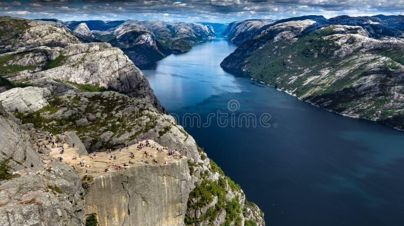 Preikestolen - sławna Norweska ambony skała zdjęcie royalty free