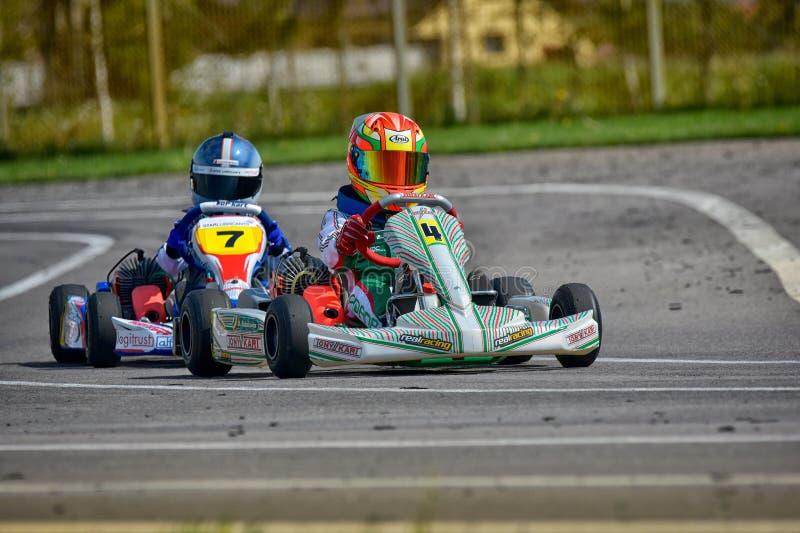 PREJMER, BRASOV RUMUNIA, MAJ, - 3: Nieznane pilotuje konkurowanie w obywatela Karting mistrzostwie Dunlop 2015, zdjęcia stock
