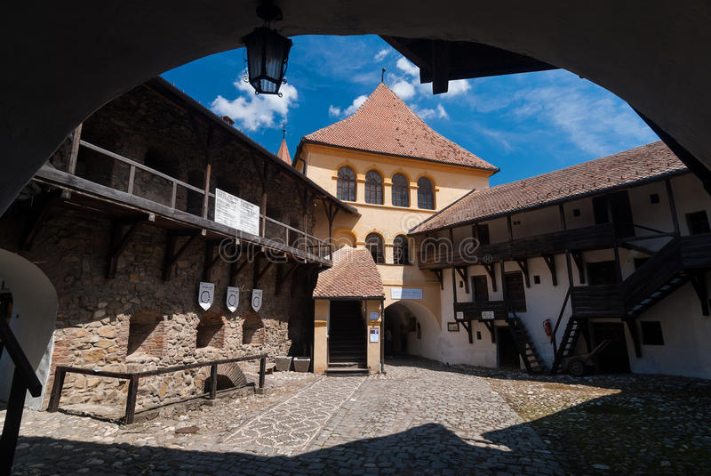 Prejmer a enrichi l'église, Roumanie image stock