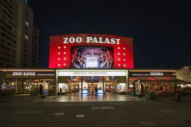premiärbiozoo Palast i Berlin vid natt arkivfoto
