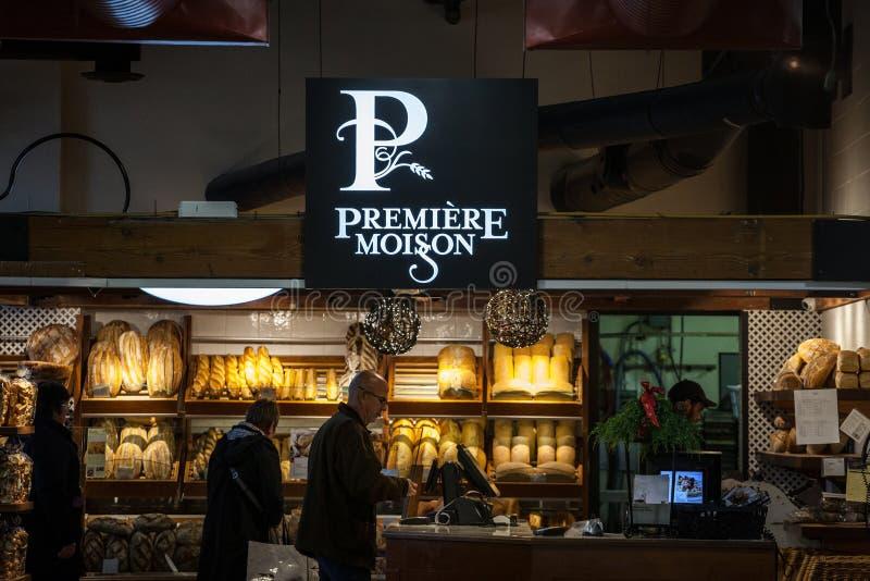 PremiärMoisson logo framme av ett lokalt bageri av Montreal, Quebec Premiären Moisson är en kanadensisk kedja av bagerier fotografering för bildbyråer