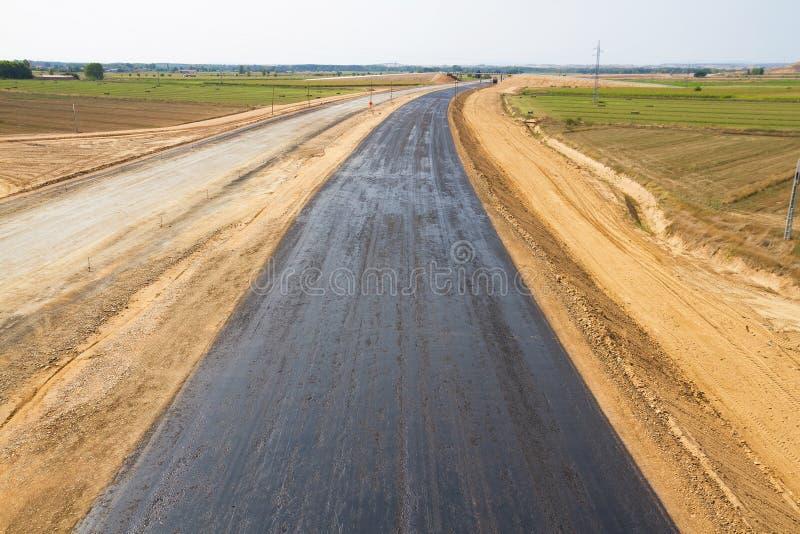 Première couche d'asphalte dans la construction d'une route photo libre de droits