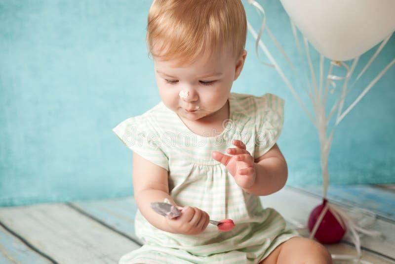 Première fête d'anniversaire Petite fille mignonne photo stock