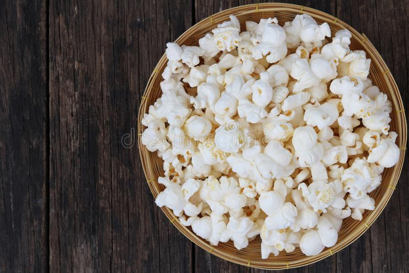 Première vue de maïs éclaté photos libres de droits