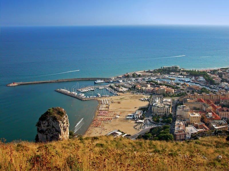 Première vue de Terracina photographie stock libre de droits
