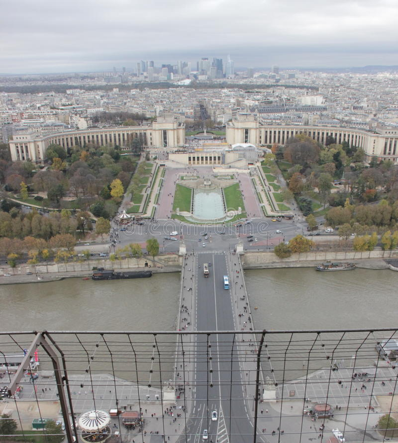 Première vue de Tour Eiffel images libres de droits