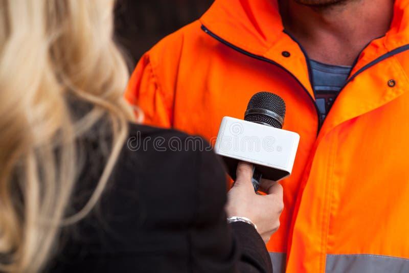 Premi l'intervista fotografie stock