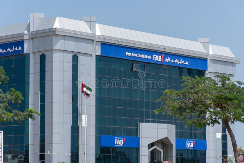 Premier Abu Dhabi Bank Storefront OUVRIER images stock