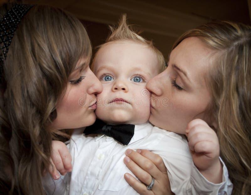 Premier baiser image stock