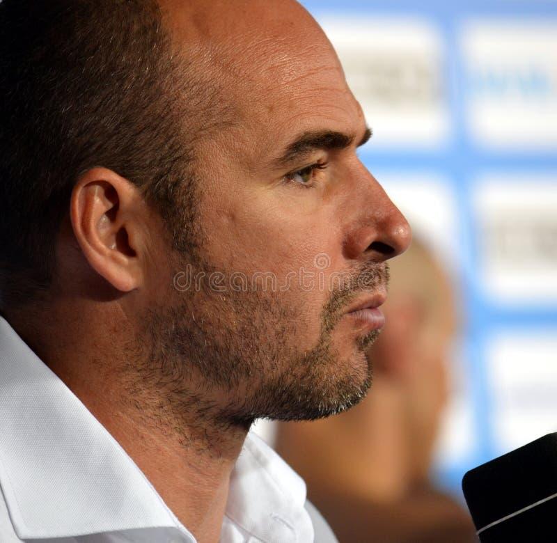 Premier entraîneur de Tibor Benedek Hungary parlant après match de préliminaire de l'Espagne-Hongrie image stock