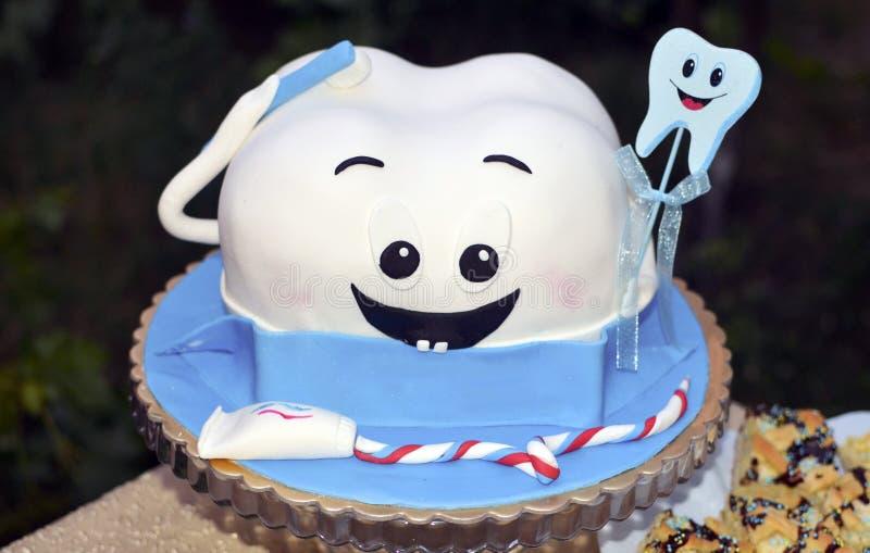 Premier gâteau de dent images stock