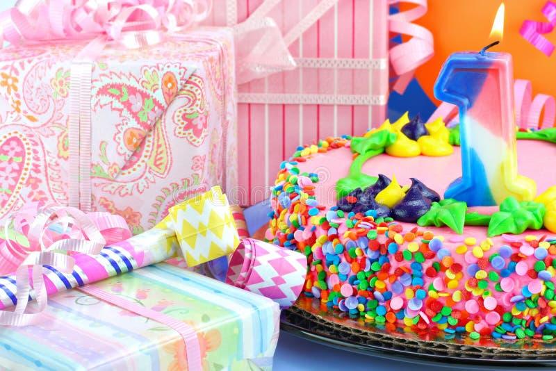 Premier gâteau de fête d'anniversaire photographie stock