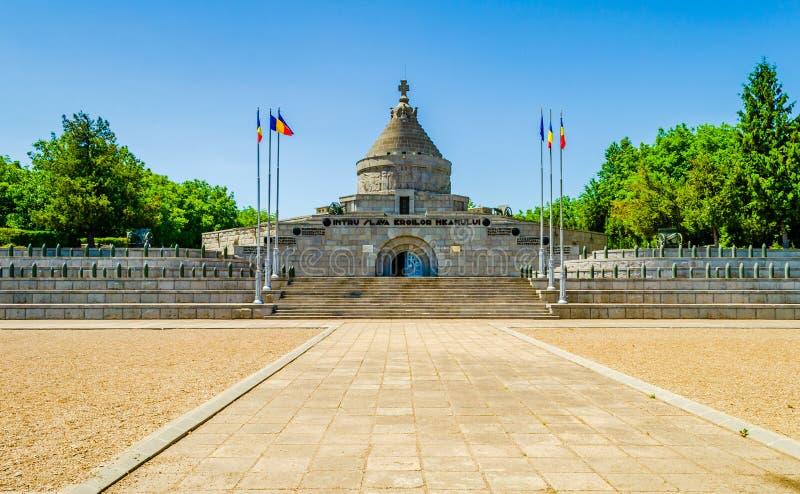 Premier mausolée de héros de guerre mondiale de Marasesti dans le comté de Vrancea, Roumanie photographie stock libre de droits