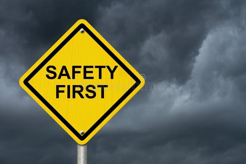 Premier panneau d'avertissement jaune de sécurité images stock
