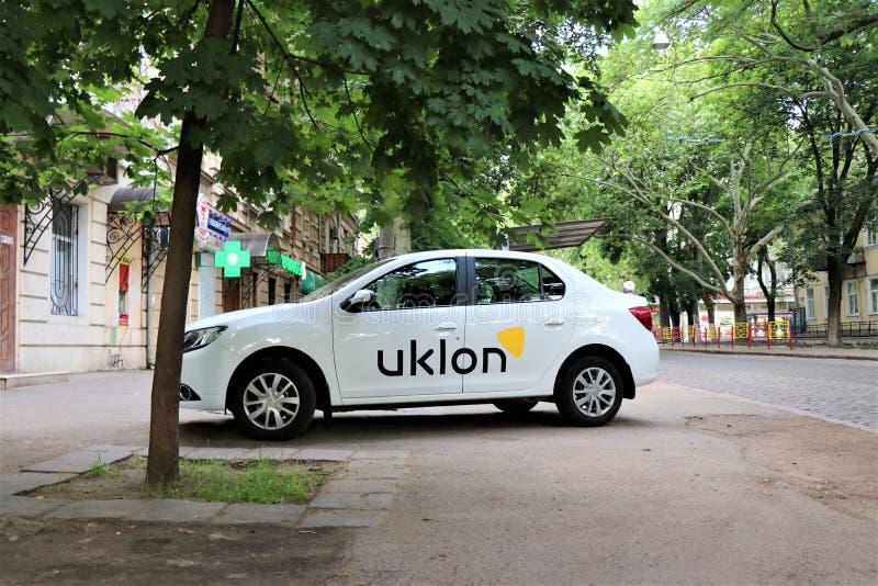 Premier plan d'une voiture d'Uklon Ukrainien Uber photographie stock libre de droits