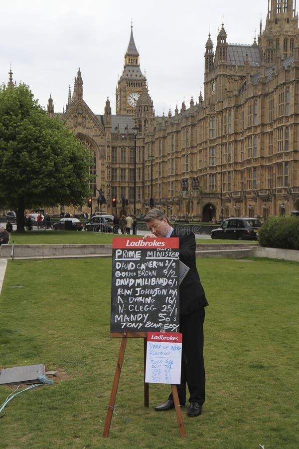Premierminister, der Vorteile während Wahl 2010 wettet lizenzfreies stockfoto