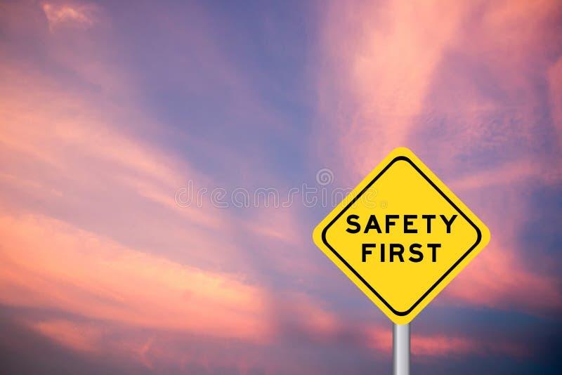 Premiers mots de sécurité sur le signe jaune de transport photo stock