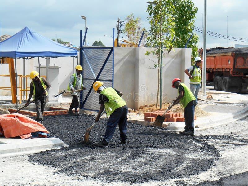 Premix het werk door bouwvakkers stock foto
