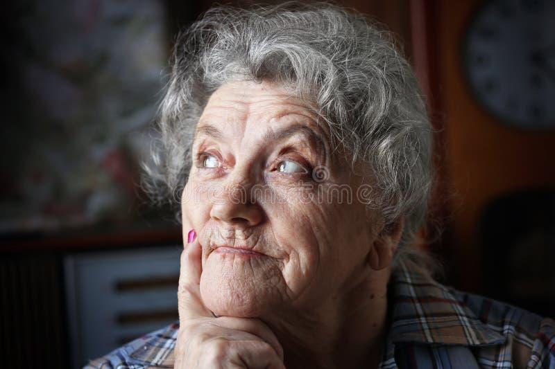 Premuroso e guardando il fronte della nonna fotografia stock libera da diritti