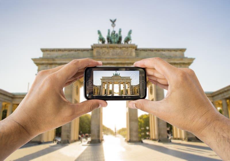 Prenant à une photo une Porte de Brandebourg image libre de droits