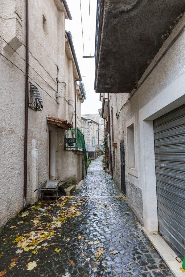 Prenda al centro del villaggio, Villetta Barrea, Abruzzo, AIS fotografie stock