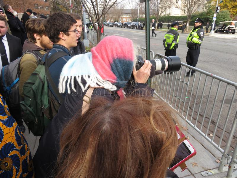 Prendendo le foto al funerale del presidente fotografia stock libera da diritti