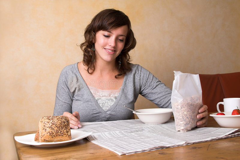 Prendre le petit déjeuner de matin photos stock